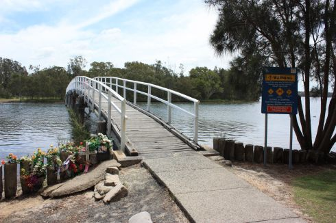 Budgewoi footbridge